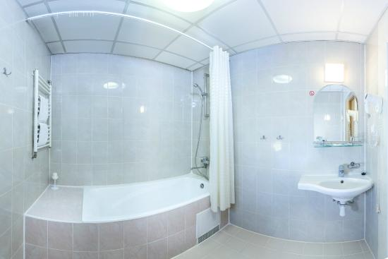 """Lyra Hotel : Ванная комната в номере """"Комфорт"""""""