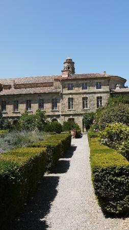 Chateau Abbaye de Cassan: Inner Courtyard