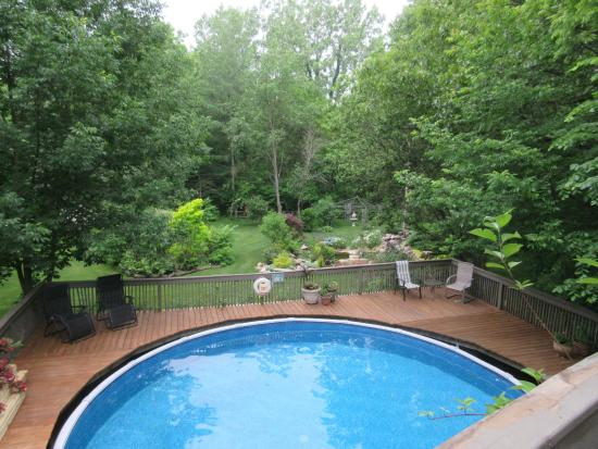 Chesterton, IN: Pool and gardens