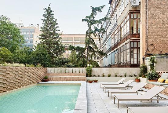 Alexandra Barcelona A DoubleTree By Hilton: Outdoor pool