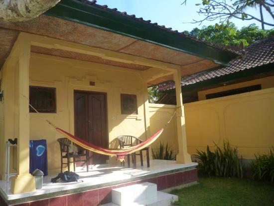 Secret Garden Bungalows: Hammock on veranda