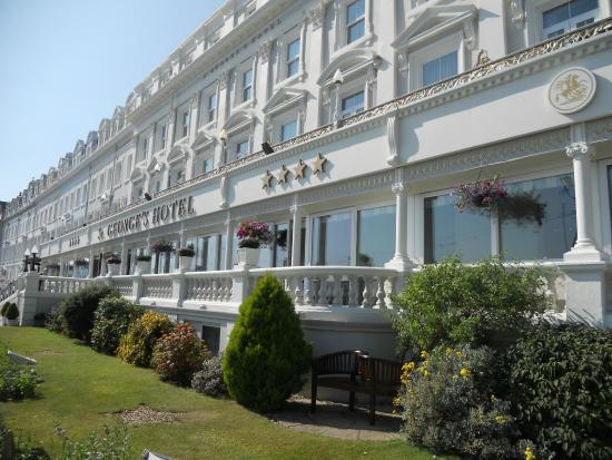 St. George's Hotel: Over looking the stunning Bay of Llandudno