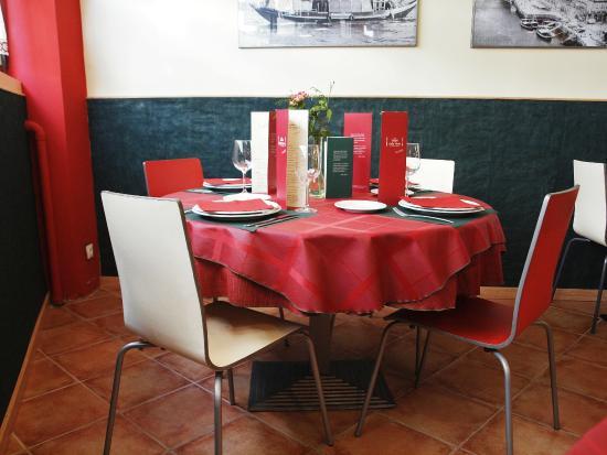 Mesa de comedor - Picture of Celia Pinto, Oviedo - TripAdvisor
