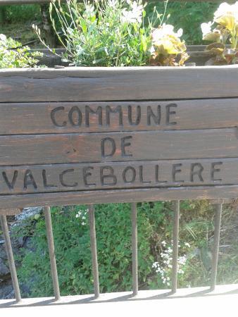 Valcebollere, Francia: les jardinières du village