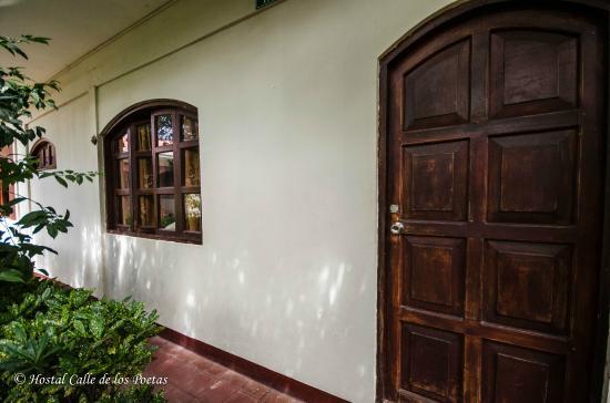 Hostal Calle de los Poetas: Entrance room 1
