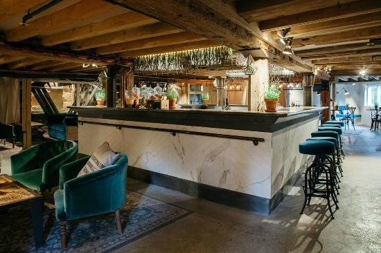 Sonning on Thames, UK: The Waterwheel Bar