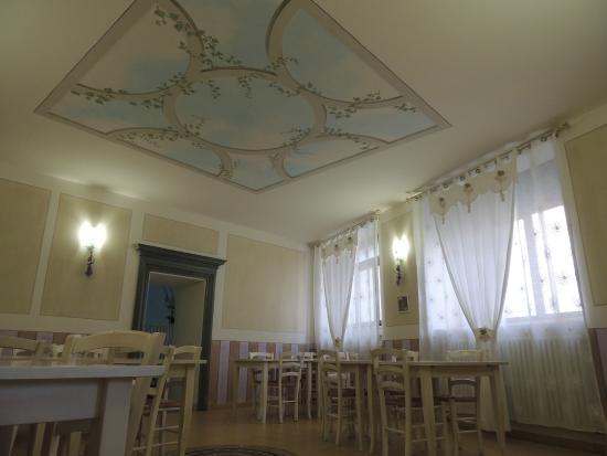 La ghiacciaia foto di le gambe sotto il tavolo azzano d - Cosce aperte sotto il tavolo ...