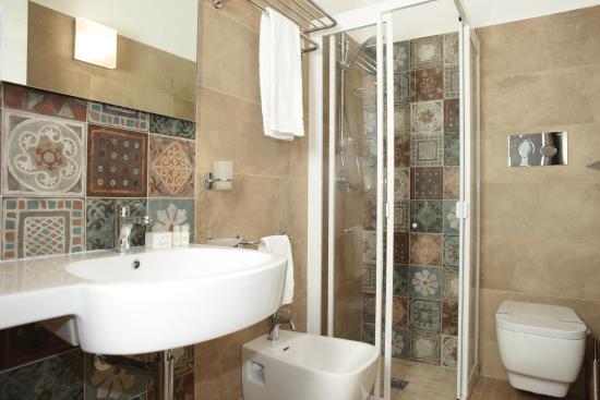 Camere da letto - bagno - Bild von La Nicchia, San Vito lo Capo ...