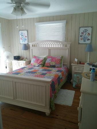 Anna Maria Beach Cottages: Master Bedroom