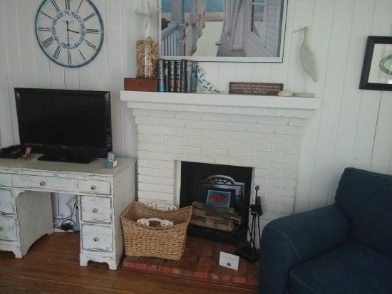 Anna Maria Beach Cottages: Living Room Fireplace
