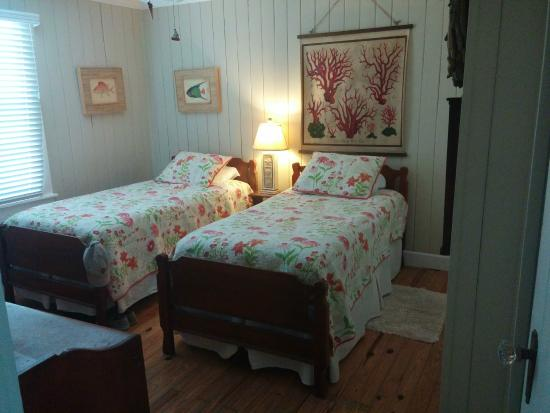 Anna Maria Beach Cottages: 2nd of 3 bedrooms