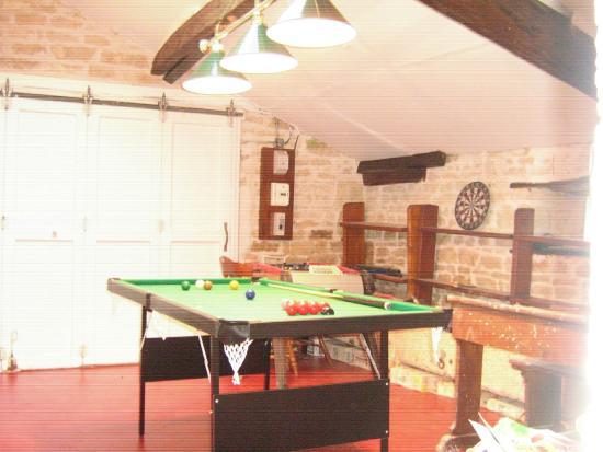 Lezay, Francia: Pool table