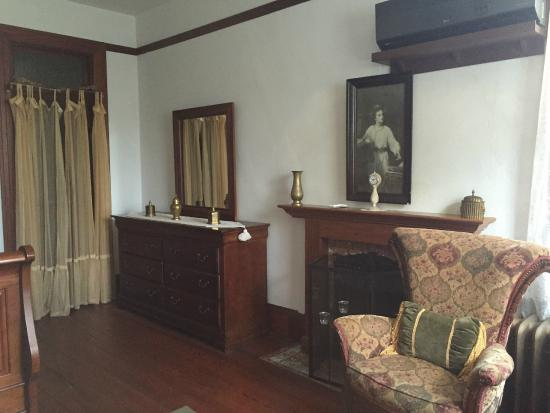 Arcadia Academy : Bishop's Room