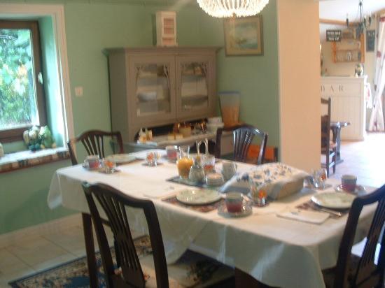 Lezay, Francia: Breakfast room