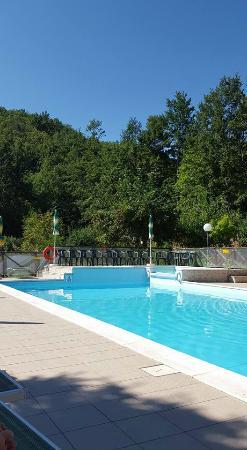 agriturismo valbonella piscina