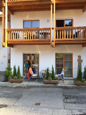 Terrasse Strassenseite Bild Von Ferienwohnungen Schalmei Garmisch