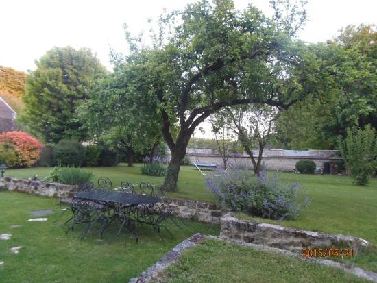 Table in the garden picture of paris 39 countryside esprit - Esprit de famille decoration ...