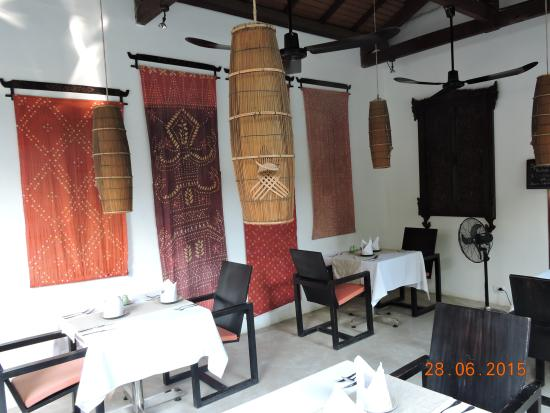 The Governors House Boutique Hotel Phnom Penh: Breakfast area outside