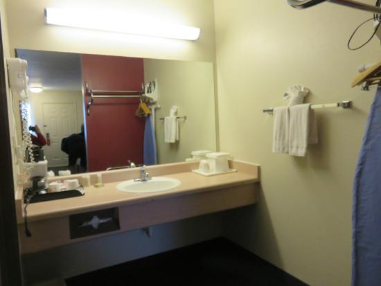 Super 8 Flagstaff I-40 Ex 198 Lucky Lane: salle de bain