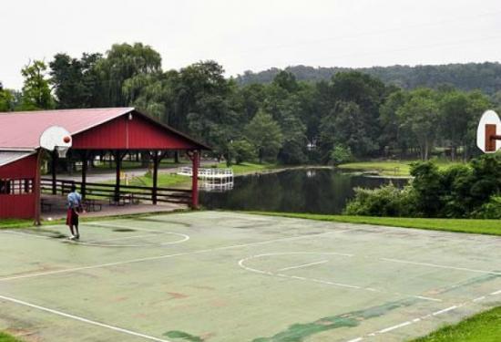 Hershey RV & Camping Resort: Basketball