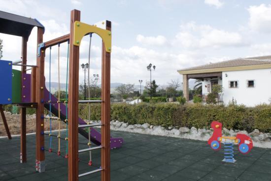 Cortijo de Tajar Restaurante: Parque infantil