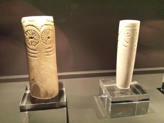 Museo de Huelva: Ídolos oculados.