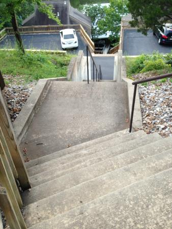 Holiday Shores Resort : Stairs to boat dock from middle level