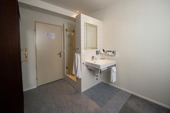 Hotel Sunnehus: Dusche von Einzelzimmer mit externer, privater Toilette