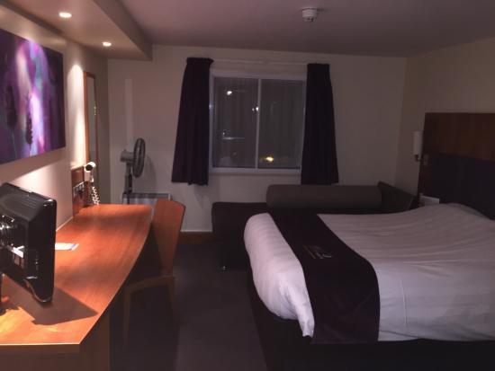 Premier Inn Watford Central Hotel Photo0 Jpg