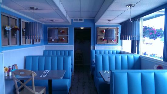 Scene from american diner revival picture of dena 39 s for Cuisine 1300 monroe mi