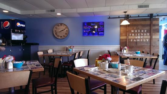 American diner revival picture of dena 39 s family for Cuisine 1300 monroe mi