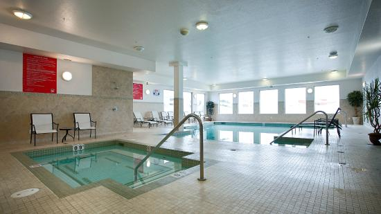 BEST WESTERN PLUS The Inn at St. Albert: Indoor Pool & Hot Tub