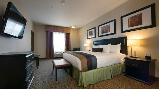 BEST WESTERN PLUS The Inn at St. Albert: King Bed Room