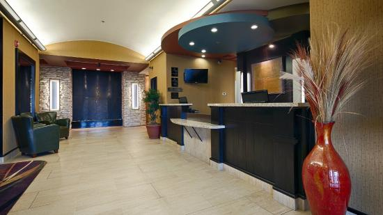 Best Western Plus Sherwood Park Inn & Suites : Lobby & Reception