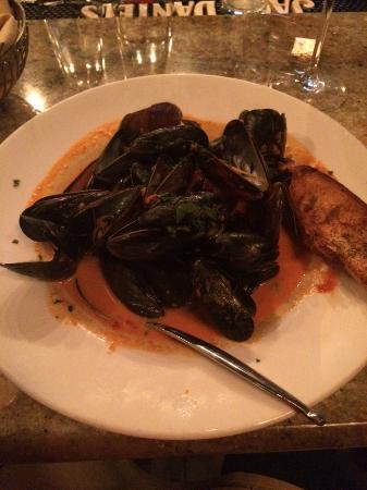 Jersey Girl Bar and Restaurant: Mussels Appetizer!