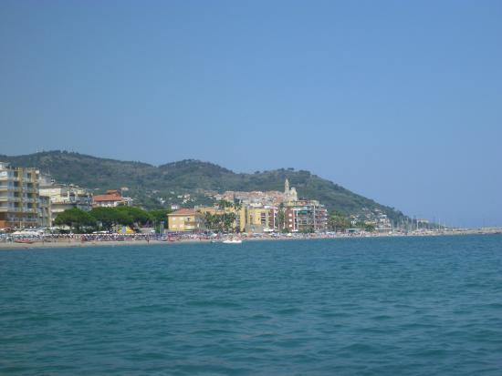 Helios Hotel : vue depuis la plage de l'hôtel