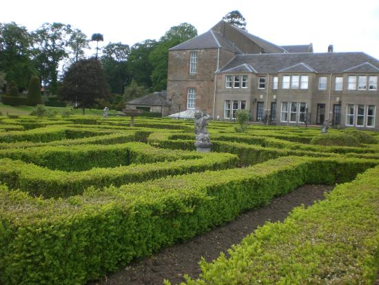 Kilconquhar Castle Estate and Country Club: garden area adjacent to main building