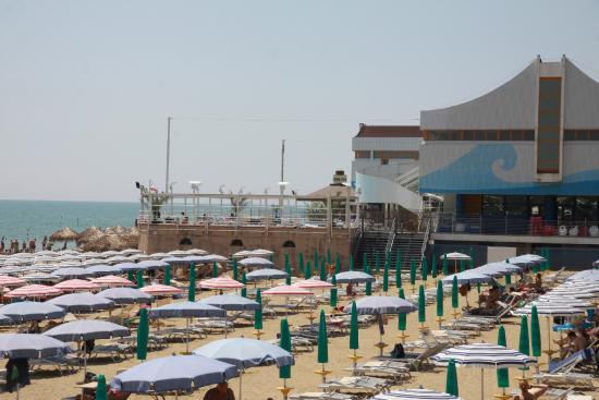 Kursaal Club: Вид с пляжа