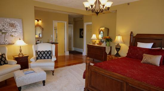 Dashwood Manor Seaside Bed and Breakfast Inn : Chelsea Room