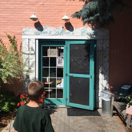 Tom's Mom's Cookies: Front door