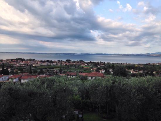 Corte Frisonai: Vista dal terrazzino sul lago di Garda a Bardolino