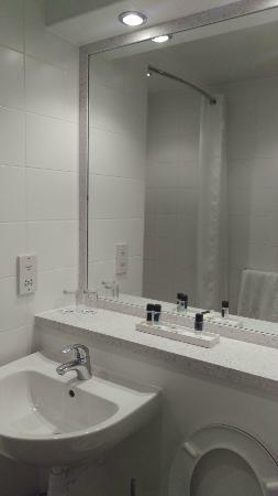 Best Western Pontypool Metro Hotel: Bathroom