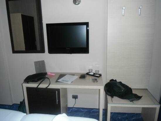 Hotel Club House Roma: Di fronte al letto