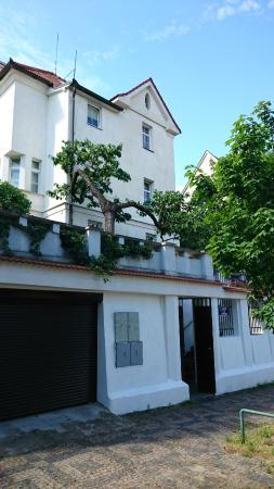 Lida Guest House: Entrance