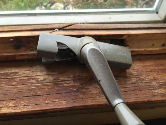 Birds Nest Motel: broken window crank and frame in room 37