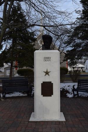James Dean Memorial Park: The statue