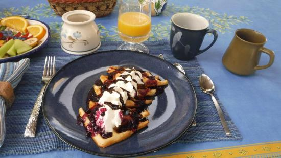 Evergreen Gate Bed and Breakfast: Delicious and well presented breakfast