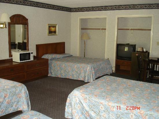 Budget Inn: Four Bedroom