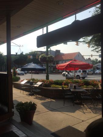 Jo-Jo Pizzeria & Restaurant: Great Outdoor seating