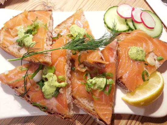 tartines au saumon fum picture of le pain quotidien paris tripadvisor. Black Bedroom Furniture Sets. Home Design Ideas